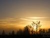 Die Sonne bricht durch den Nebel