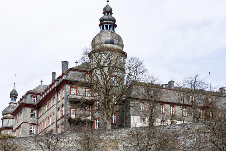 single bad berleburg Bad berleburg je město v okrese siegen-wittgenstein, spolkové zemi severní porýní-vestfálsko v německo podle katastrální výměry půdy se jedná o jedno z.