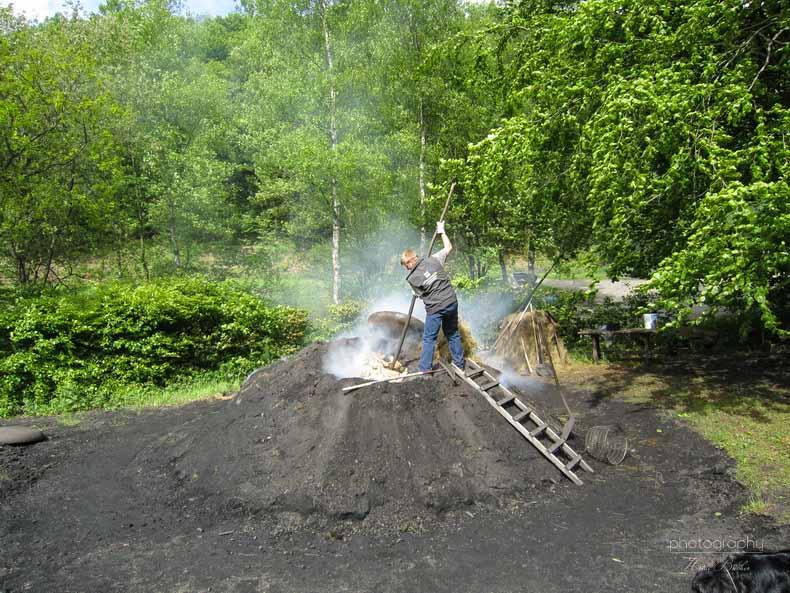 brennender Kohlenmeiler